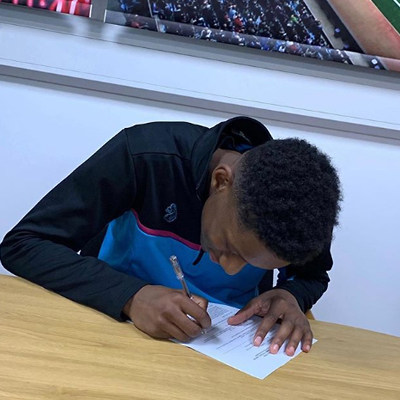 Jaden signs a Pro Scholar and First Year Pro contract with the Villa!